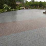 Laying paving slabs efficiently